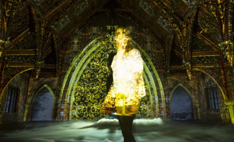 projection mapping in space and person