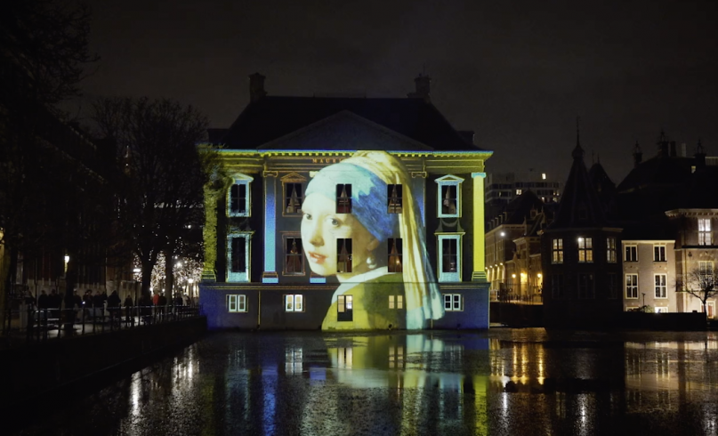 Interactive projection - Girl with the pearl earring projected on the facade of Mauritshuis